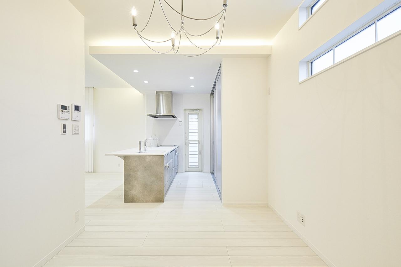 白を基調にしたシンプルモダンの家